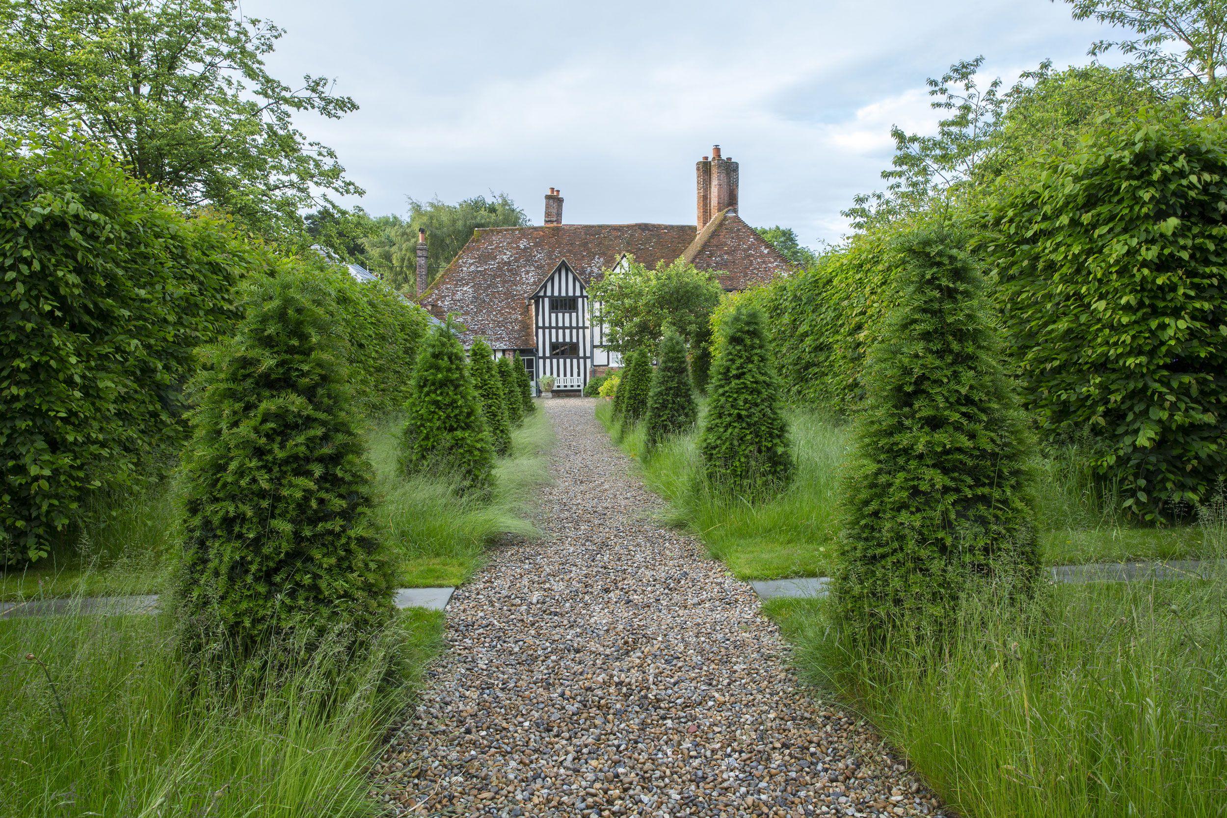 Lloyd brunt outdoor design with yew topiary awaiting its for Pflanzengestaltung garten