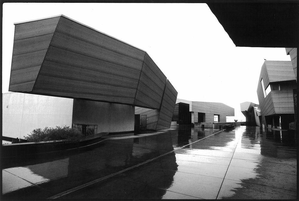 Diamond Ranch High School Morphosis Architects Pomona CA 1999
