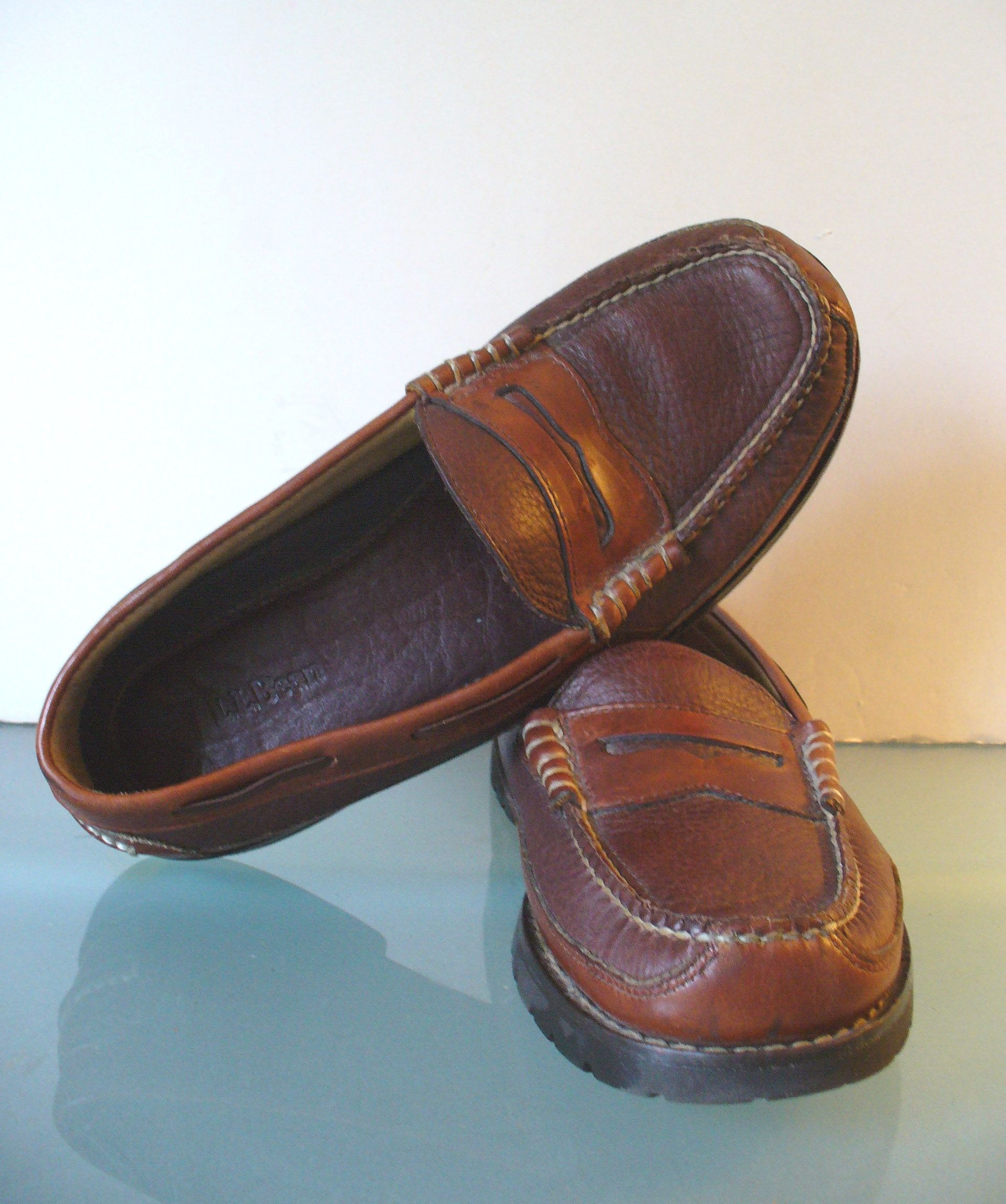 047c53fb5f7 L.L. Bean Men s Moccasin Style Penny Loafers Size 8.5D by TheOldBagOnline  on Etsy
