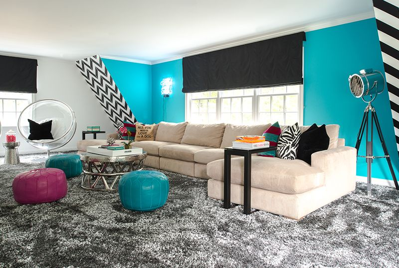 You'd love this living rooms with animal fur throw pillows in them. (20 Ideas)