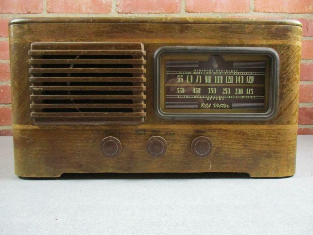 Vintage 1940 RCA Victor Farm Radio Model 14BT2 #RCAVictor
