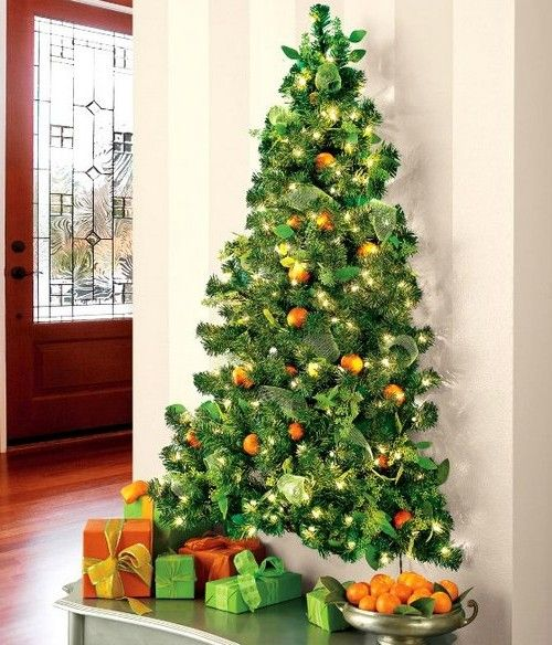how to decorate the room by means of a flat christmas tree