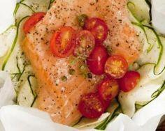 Papillote de saumon au poireau et concassée de tomates