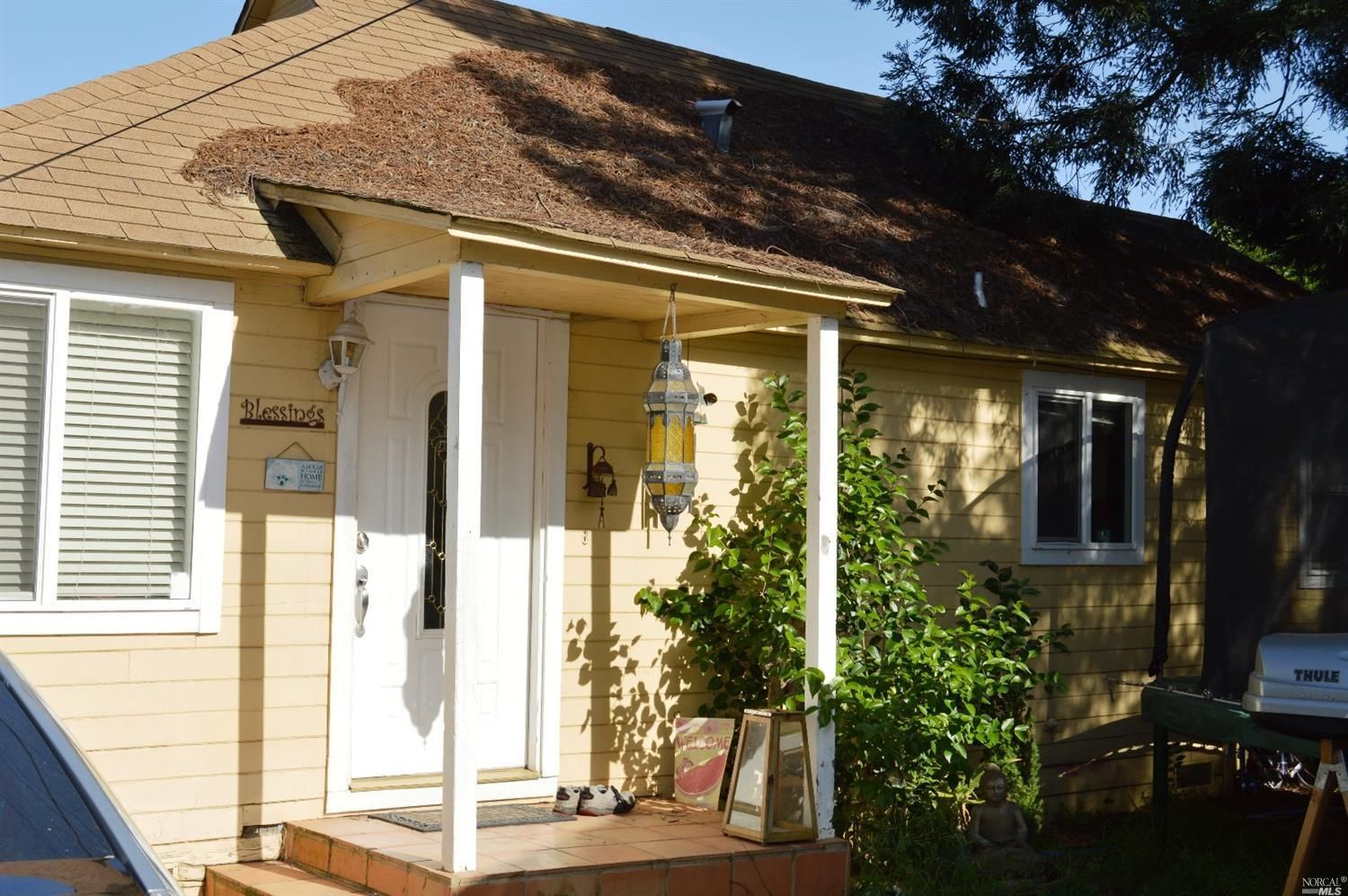 $399000 - 568 Monroe St Napa CA 94559 Location Location Etc....This very cute California bungalow is located on a small flag lot in a great location in Old Town Napa.  The homes is very small but comfortable with lots of doors and windows. http://bit.ly/2qOZfzf