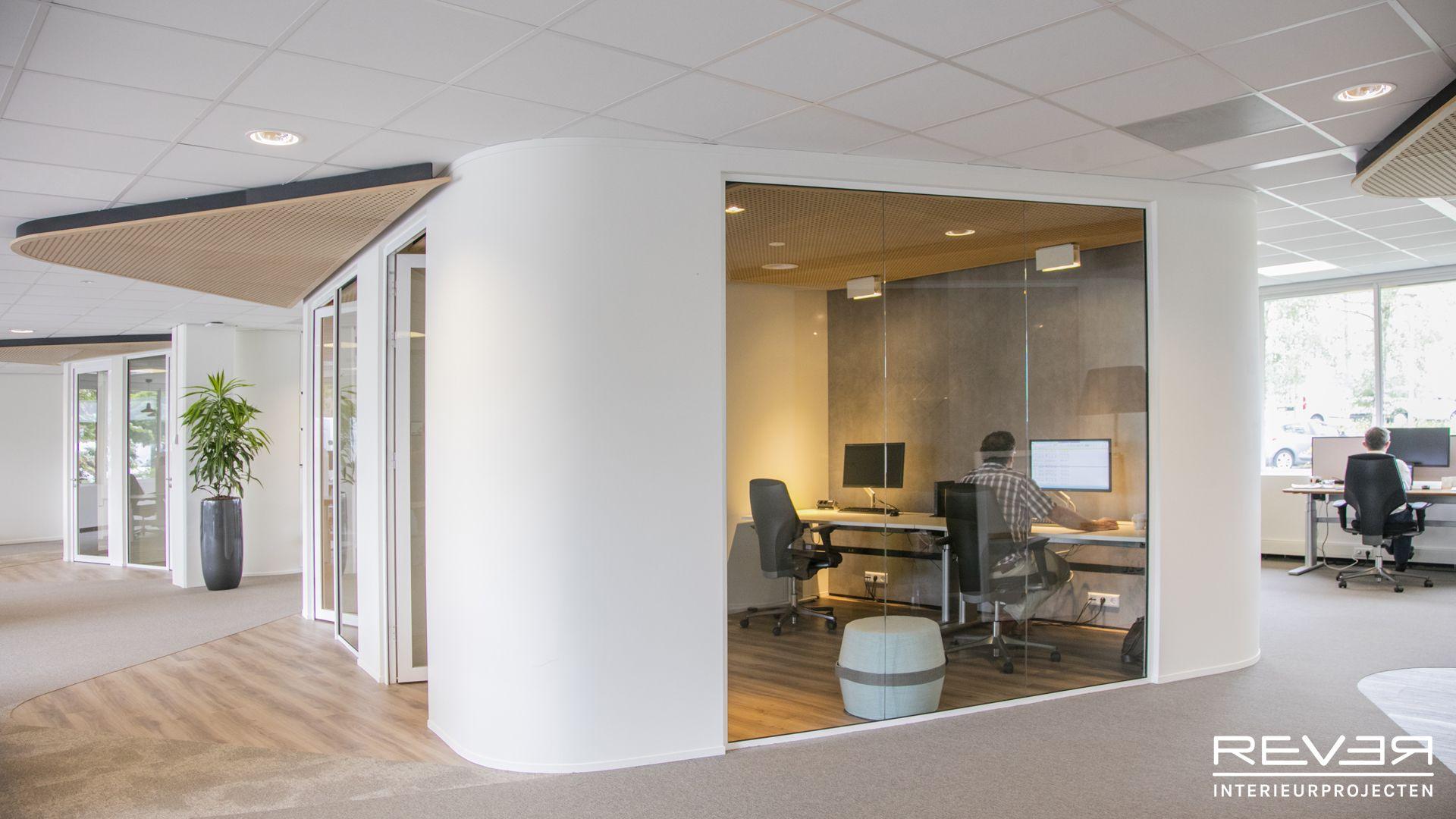 Kantoor kleurrijkwonen ontwerp en realisatie door rever for Interieur ontwerpers
