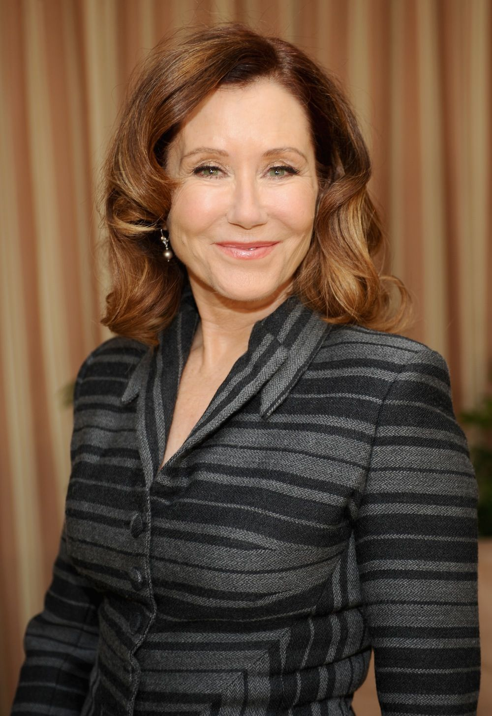 pics Mary McDonnell