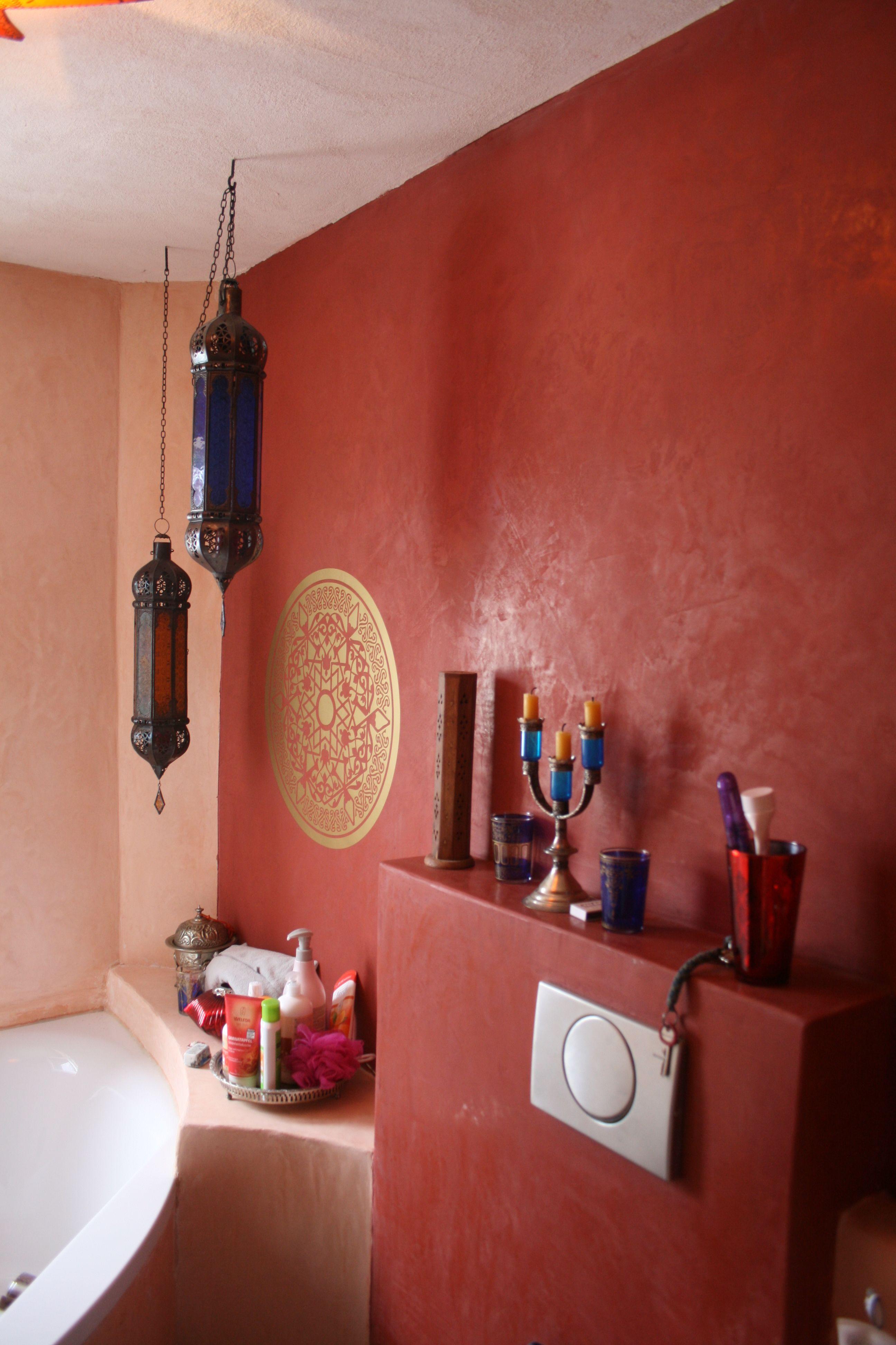 badgestaltung ohne fliesen im marokkanischen stil mit wandtatoo, Hause ideen
