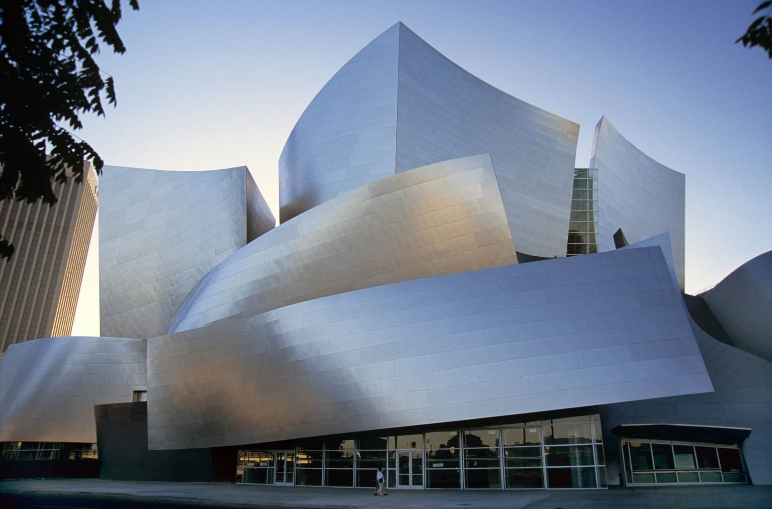 Discover Downtown Los Angeles Car Free Walt Disney Concert Hall At The Music Center Walt Disney Concert Hall Los Angeles Attractions Concert Hall