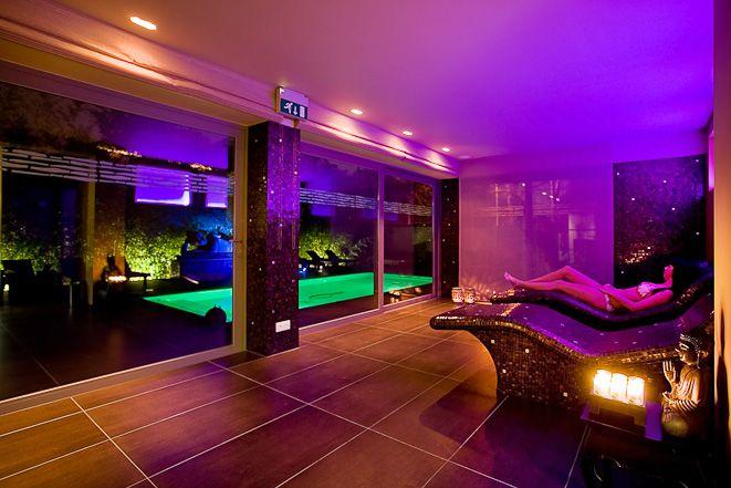 Privé sauna Jepun Spa… om op adem te komen, je goed te voelen, mooi te zijn… Bij privé sauna, wellness & spa Jepun, kunt u werkelijk genieten in de ware zin van het woord. Bij ons heeft u de mogelijkheid om volledig tot rust te komen en je even in een heel andere omgeving te wanen. Weg van alle stress en drukte, enkel ontspannen! Bekijk alle details op http://www.relaxy.be/prive-sauna/genk/17-jepun-traditional-spa/ - Jepun Traditional Spa - Privé sauna - Relaxy.be