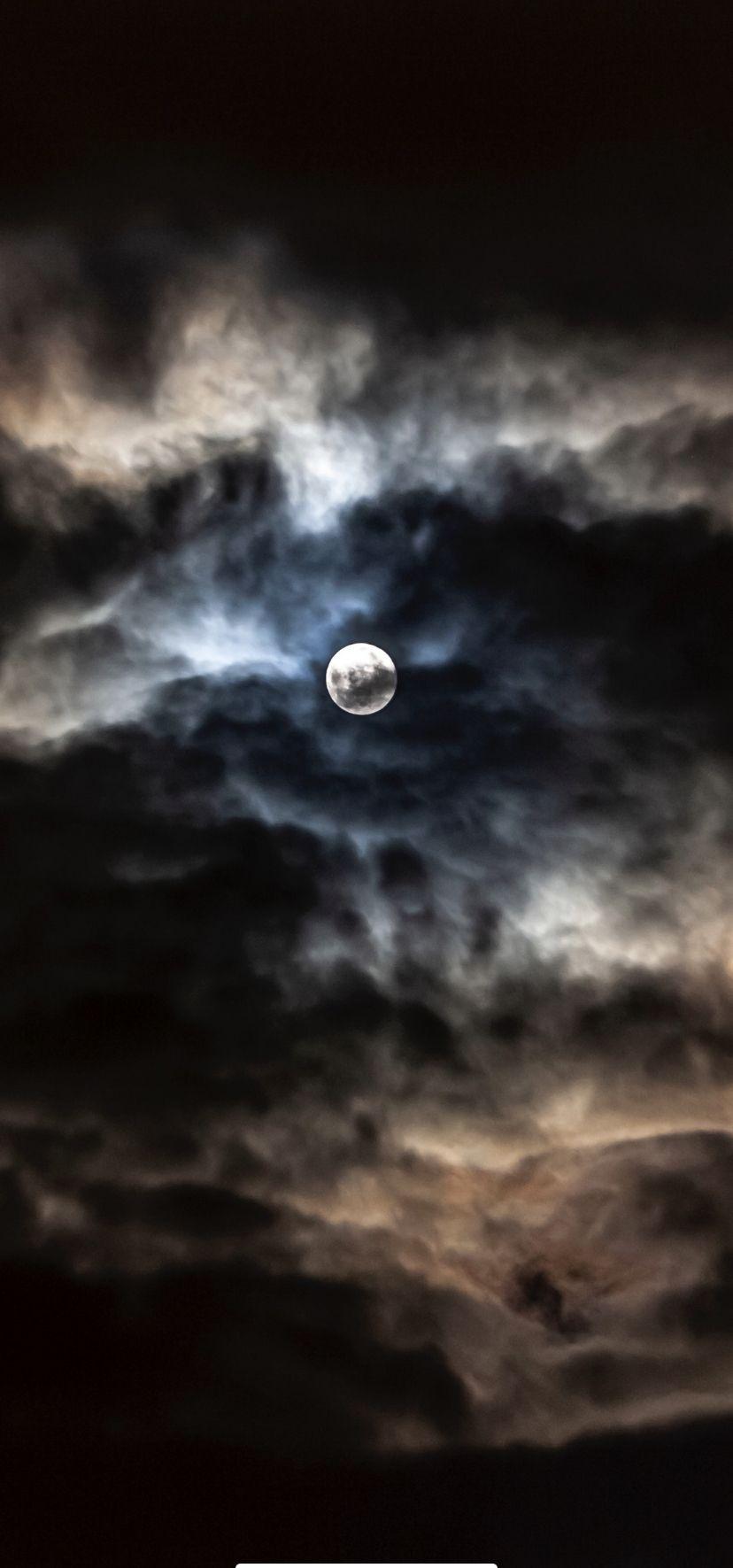 Pin by Surikata Zerova on Oblibené in 2020   Full moon ...