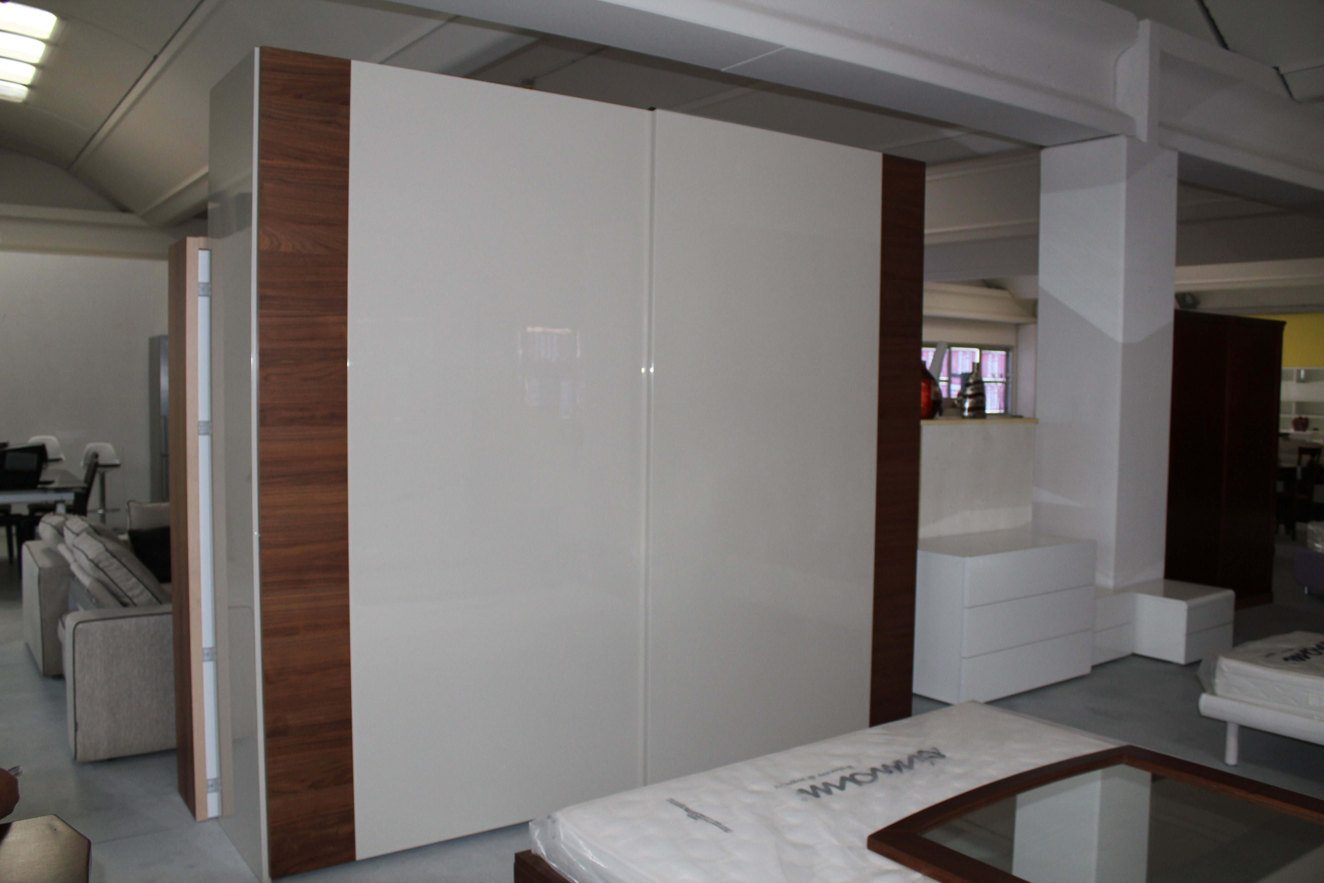 http://www.darredofranzese.com/products-page/la-notte ...