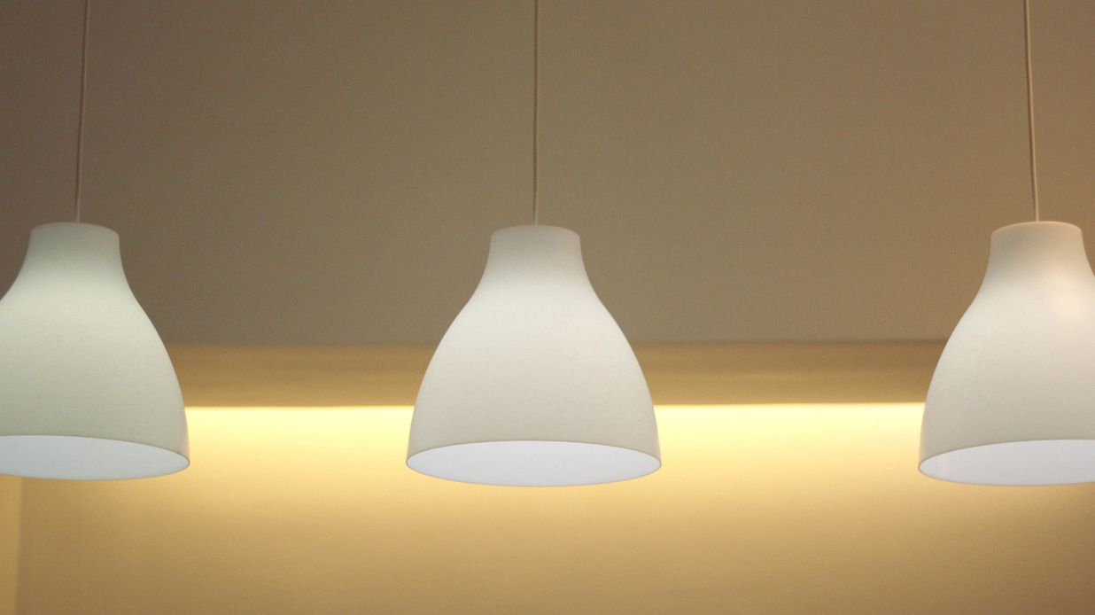 To keep within the budget we used ikea melodi lamps and combined