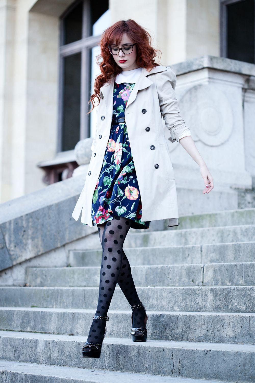 Je porte une robe vintage, des collants Asos, un manteau