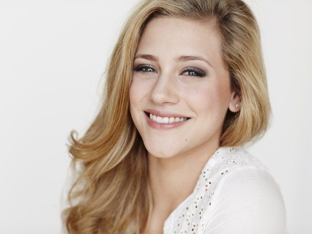 Pin By Claire White On Make Ups In 2019 Pinterest Lili Reinhart