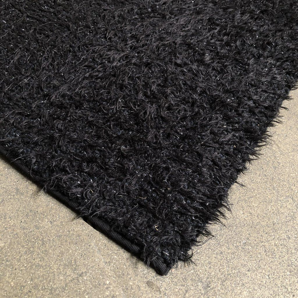 Kasthall Black And White Speckled Monroe Speckled Rug Large Modern Home Design Interiordesign Styling Tips Inspiration Rugs Large Rugs Rugs And Carpet