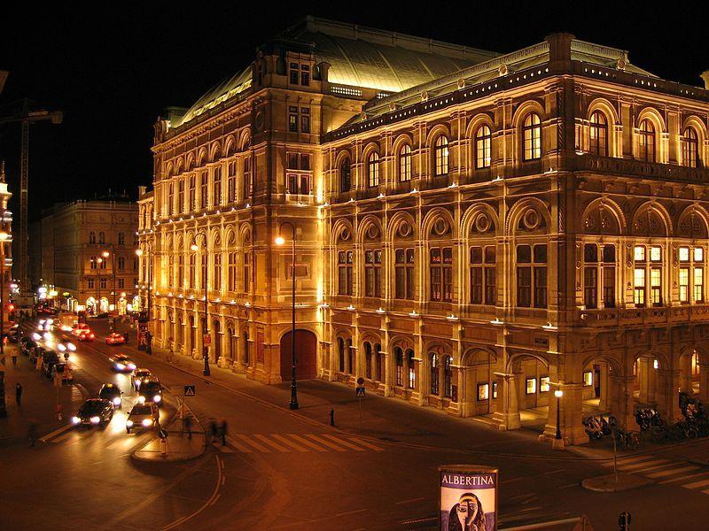 Wien Staatsoper am Abend ruackansicht