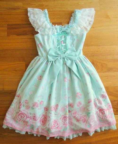 Vestido con flores rosas