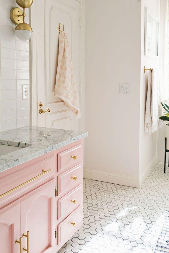 ▷ 1001 + idées comment intégrer le rose pastel à la déco Pastels - mosaique rose salle de bain