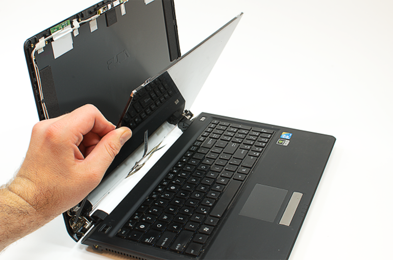 A Cracked Screen Can Make A Laptop Unusable Luckily You Can Fix It Bill Detwiler Gives You Step By Step Ins Laptop Screen Repair Laptop Repair Screen Repair