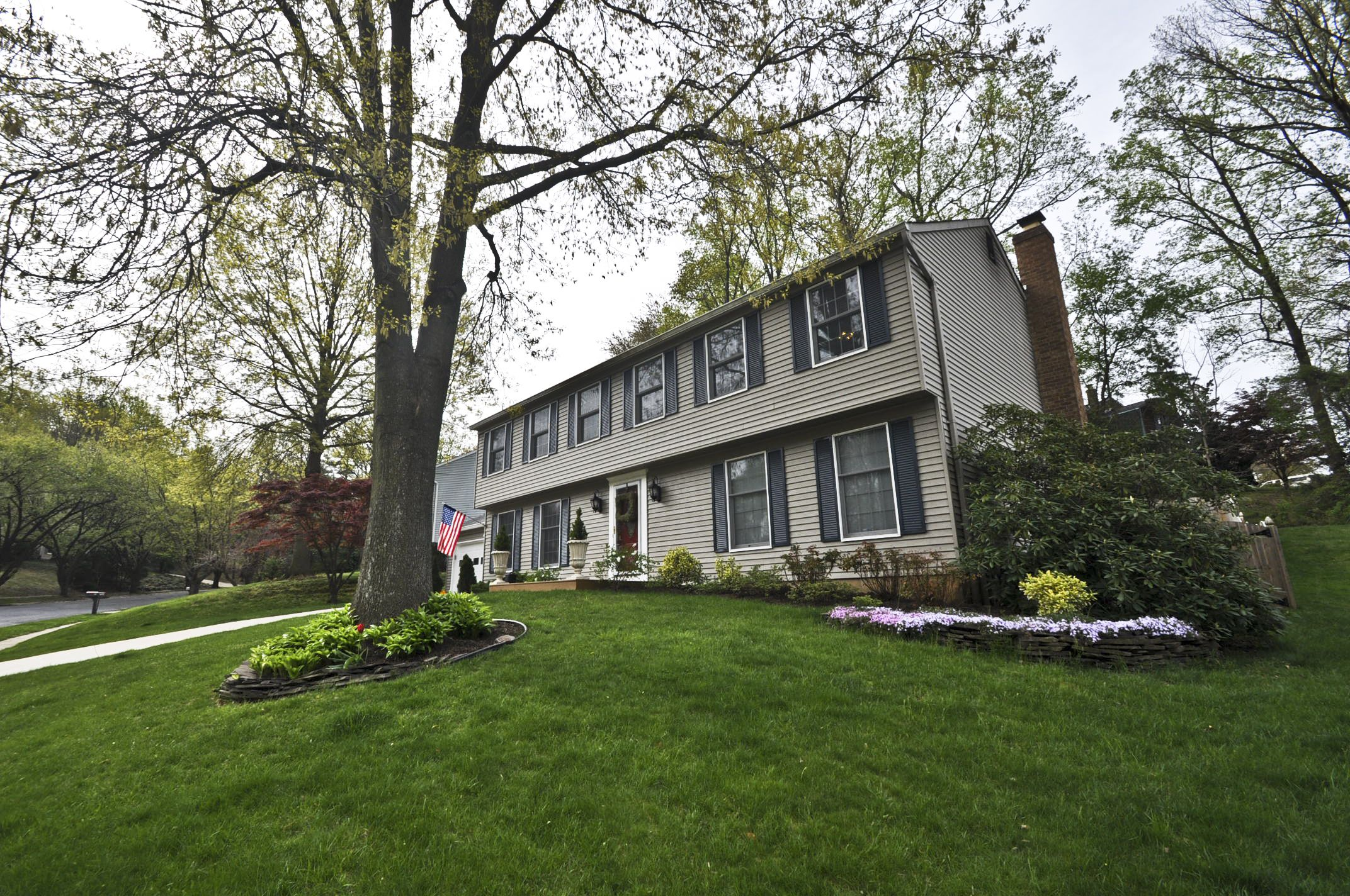 Listed at $540,000**LARGEST MODEL IN BAY HILLS**Fantastic Kitchen with recessed lights, built in pantry, back splash**Complete fenced back yard with Stewart hardscaping**Brand new carpeting throughout in '14**Updated baths**Ceiling Fans**Built in cabs**Gas fireplace**Canopy in rear over basement exit**Wood floors**Gorgeous house**Bay Hills pool**Golf Club** Arnold at it's best**Please give 4 hours notice before showing**