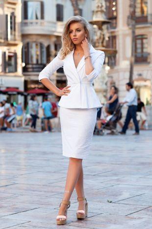 dd7a043fb6e Белый костюм. Пиджак с баской и особо актуальные в этом сезоне юбка  карандаш с высокой посадкой