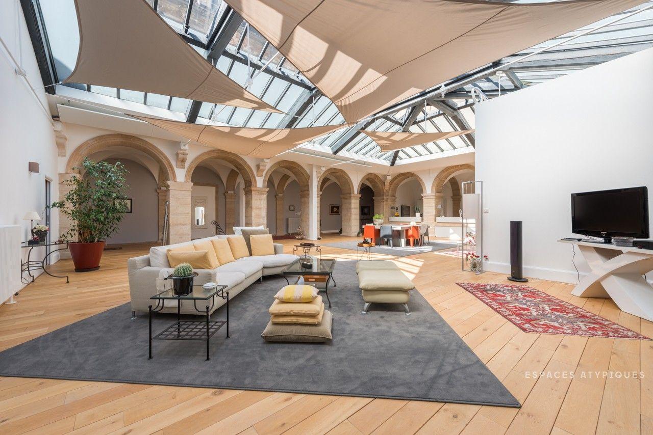 Place De La Liberation A Dijon Loft De 400 M2 Renove Haut De Gamme Avec Images Immobilier
