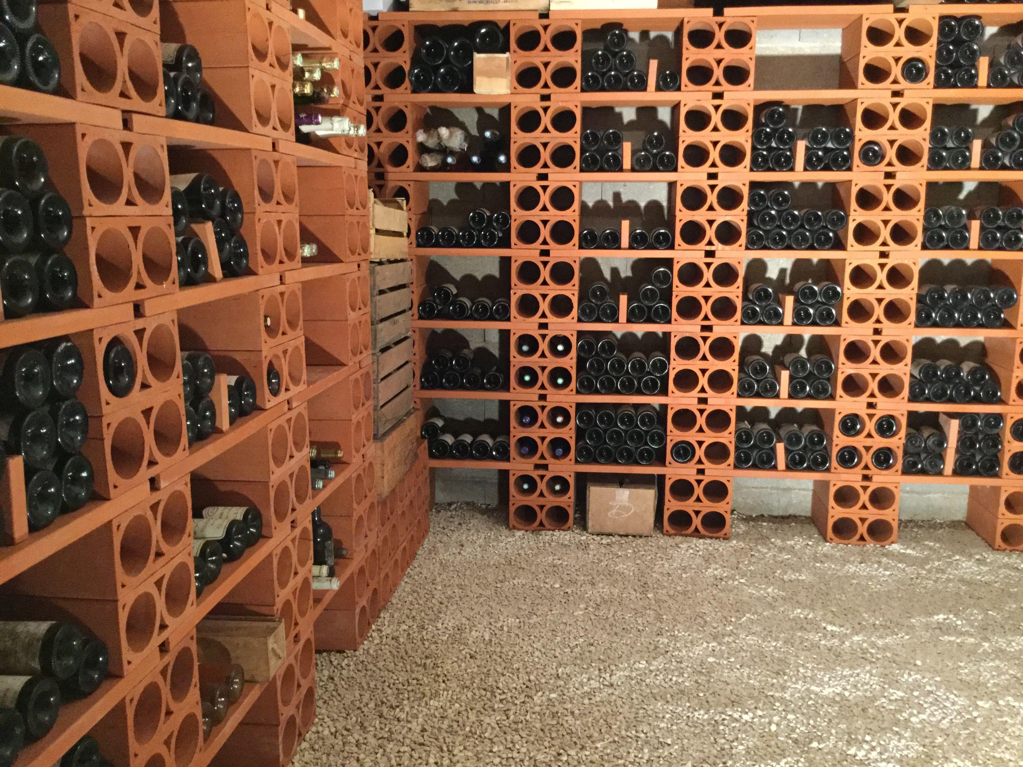 Epingle Par Elaurent Sur Composition De Casiers A Vin En Terre Cuite De La Tuilerie Laurent Casier Vin Deco Maison Vin