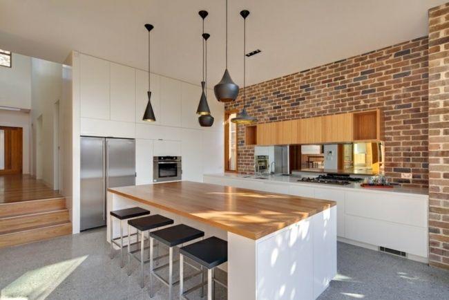 moderne Küche Ziegelwand weiße Möbel Holz Kitchen Ideas