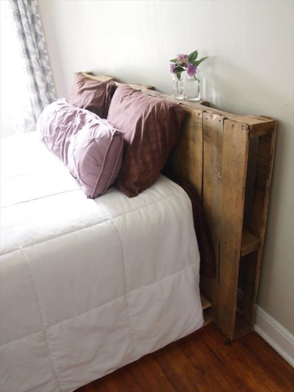 Kopfteil Aus Einer Einzelnen Palette Hinter Dem Bett