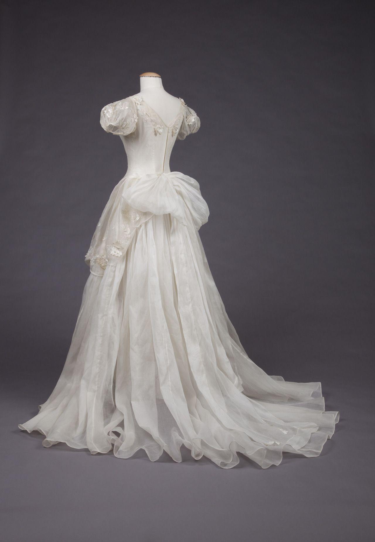 "fashionsfromhistory: "" Wedding Dress 1950-1959 Goldstein Museum of ..."