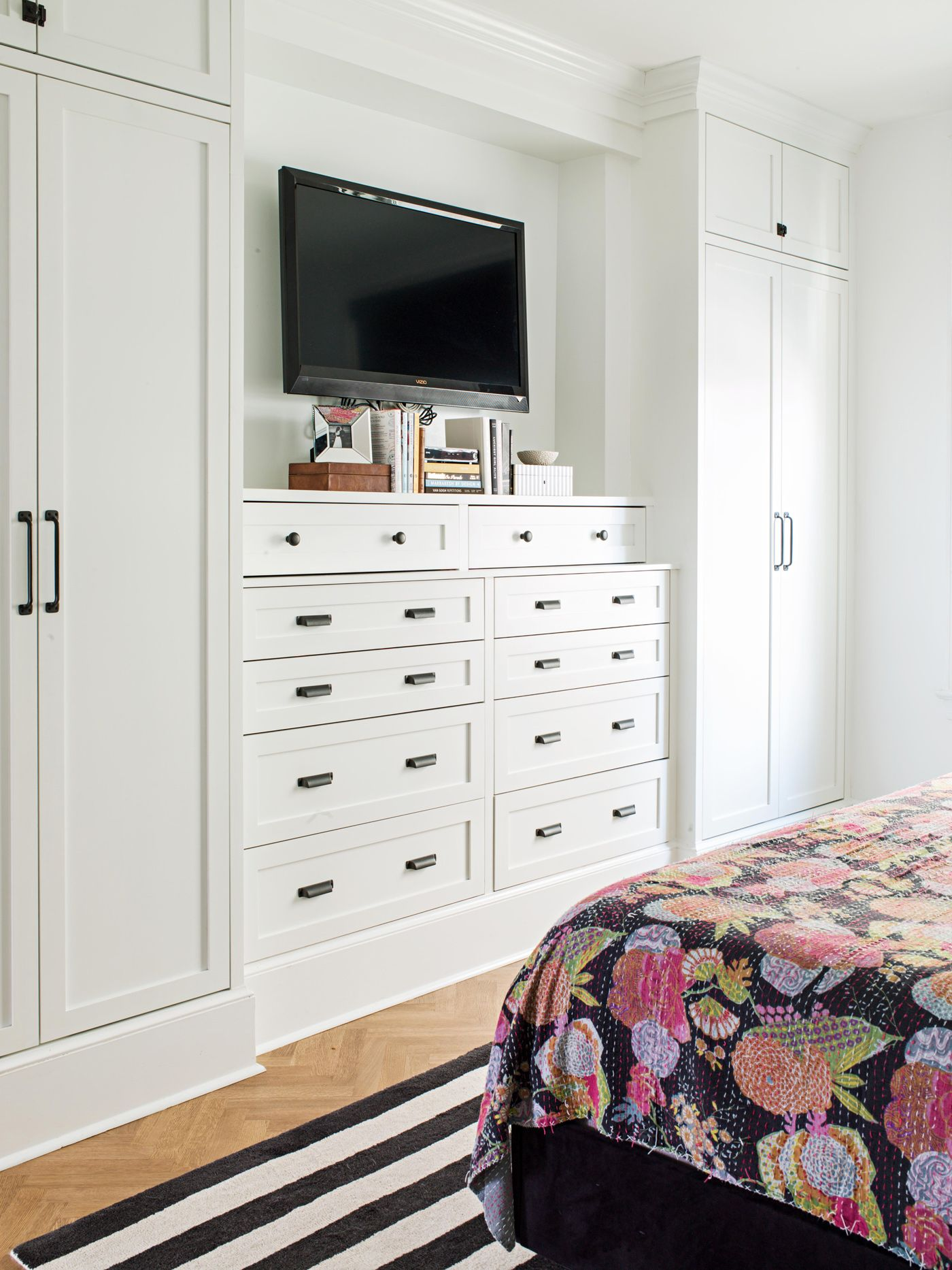 26 Clever Bedroom Storage Solutions For A More Organized Sleeping Space In 2020 Bedroom Built Ins Bedroom Wall Closets Build A Closet