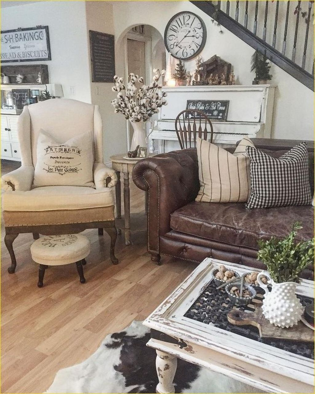 Super 48 Lovely Farmhouse Living Room With Leather Sofa Ideas P Dailytribune Chair Design For Home Dailytribuneorg