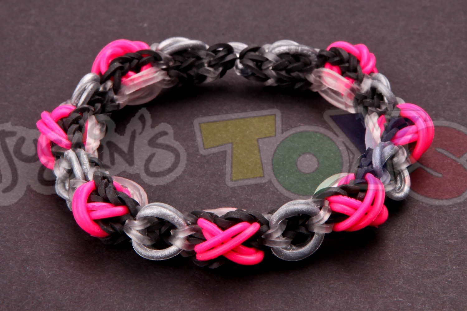 Valentine Bracelets Justin Toys : This rainbow loom xoxo or hugs and kisses bracelet was
