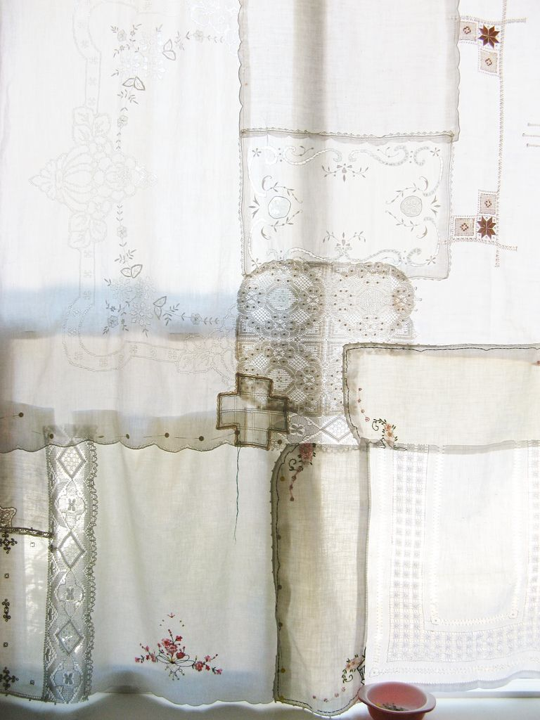 Patchwork curtain with vintage lace and linens - Patchwork Vorhang ...