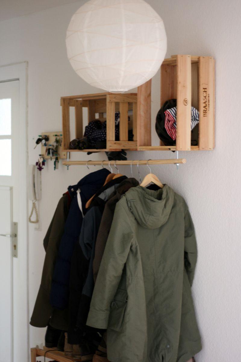 Wohnideen Obstkisten selbstgebaute garderobe aus obstkisten einer holzstange wohnidee
