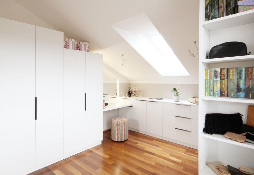 Begehbarer Schrank mit Schminktisch dachschräge ho...   Begehbarer schrank, Haus, Schminktisch