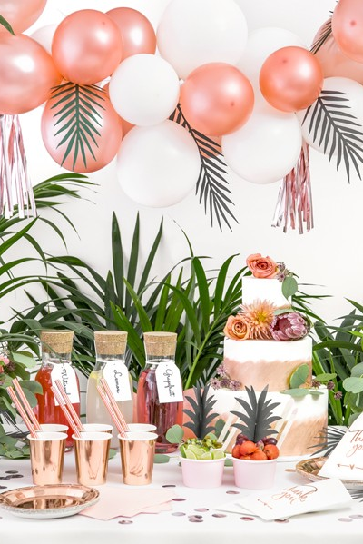 Un décor Rose Gold en Apothéose pour une soirée tropical chic rose gold, célébrer un anniversaire rose gold ou une soirée evjf! #tropicalbirthdayparty