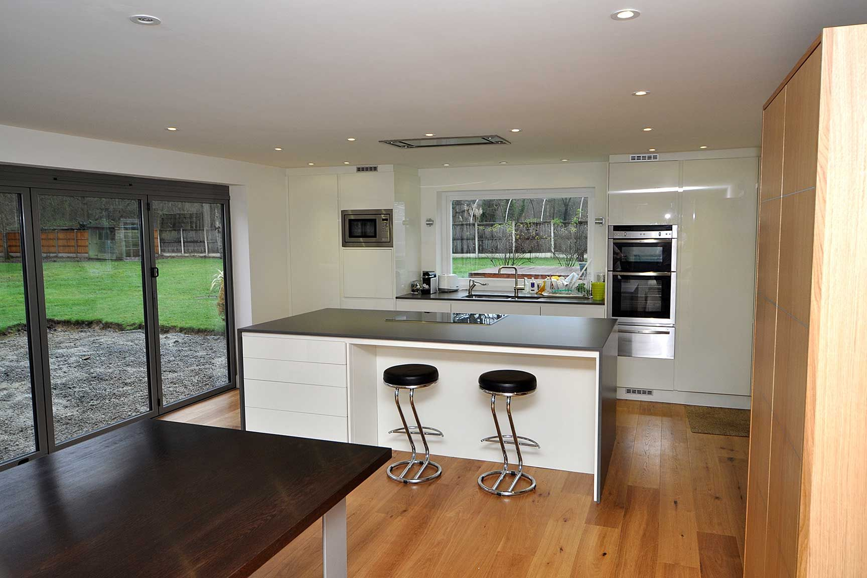 Interior design ideas for kitchen diner with island and wooden floor