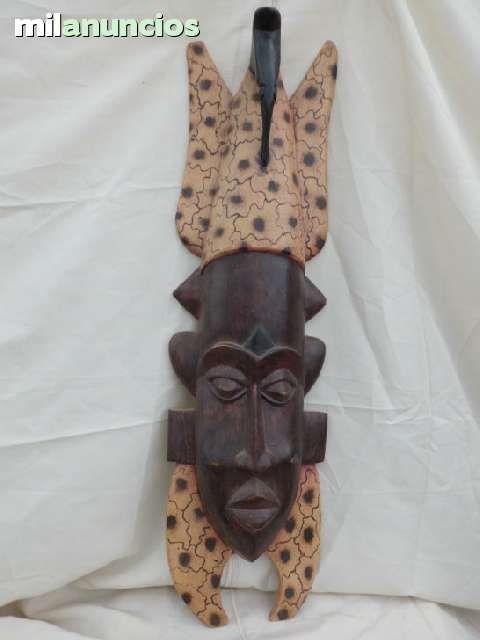 . M�SCARA procedente de Ghana, totalmente de madera y trabajada a mano.  Dimensiones: 0.95x0.26x0.10 Respondo wassap.