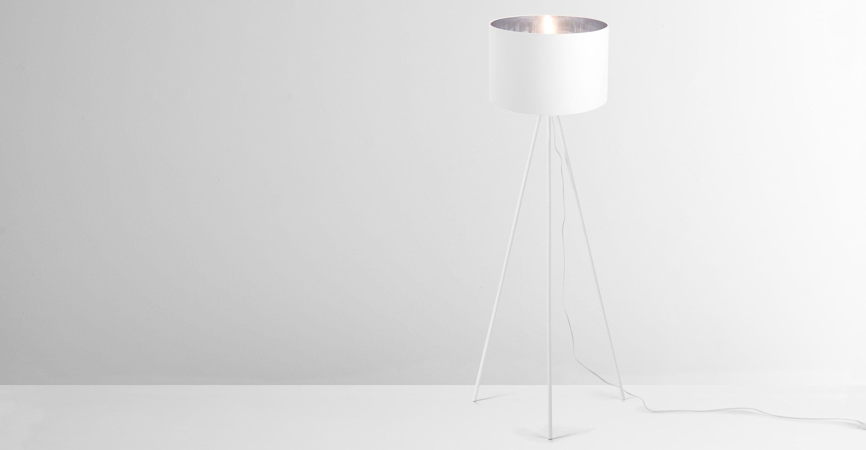 Tris Tripod-Stehlampe, Mattweiß und Silber | Stehlampen, Design ...
