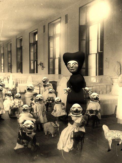 FREAKY CREEPY CRAZY STRANGE SPOOKY BIZARRE Kids Halloween Mask WEIRD VINTAGE PIC