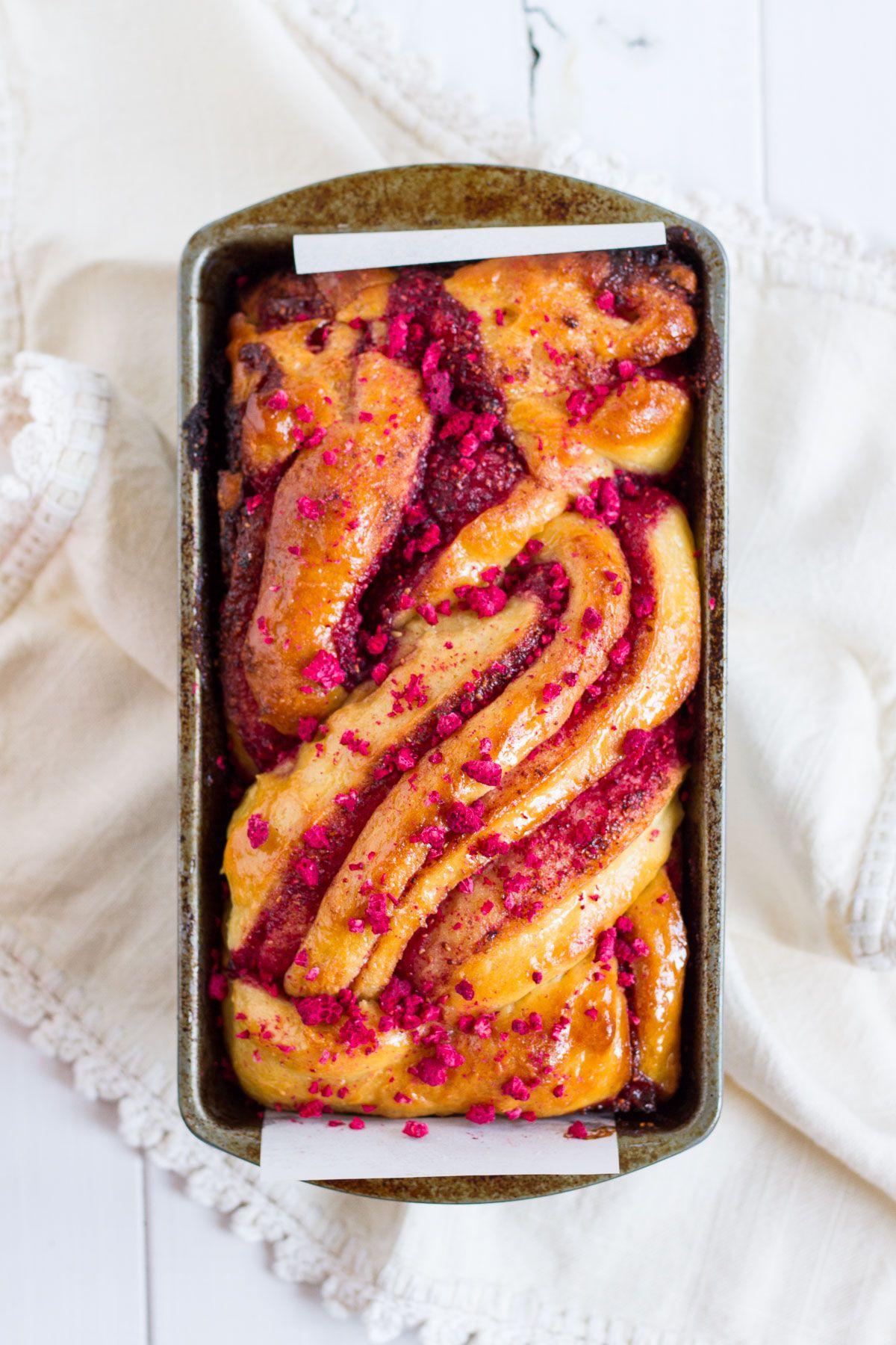 Raspberry Swirl Brioche #freezedriedraspberries