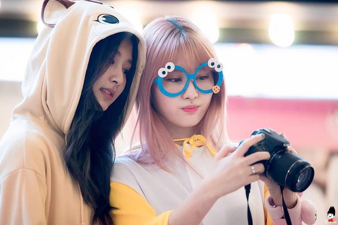 tzuyu momo!! 161204 Yeouido Fansign Event #tzuyu #子瑜 #쯔위 & 모모 #flawlesstzuyu #twice #트와이스 #once