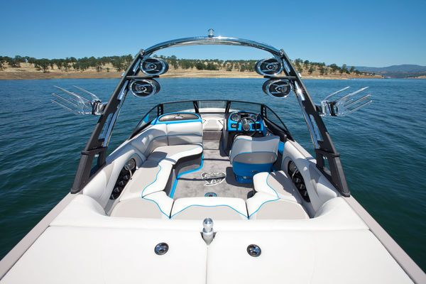 The Wakesetter Vtx Is Malibu S Best Multisport Boat And A Truly