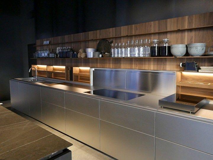 Lissoni. Materials \'dress\' a bespoke kitchen | cocinas | Pinterest ...
