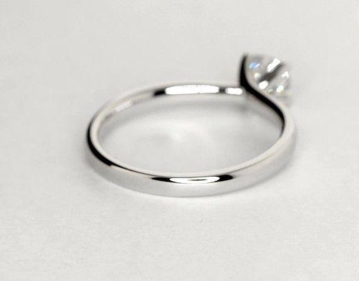 Elegant In Its Simplicity This Classic Yet Striking Platinum Monique Lhuillier En Monique Lhuillier Engagement Ring Engagement Rings Solitaire Engagement Ring