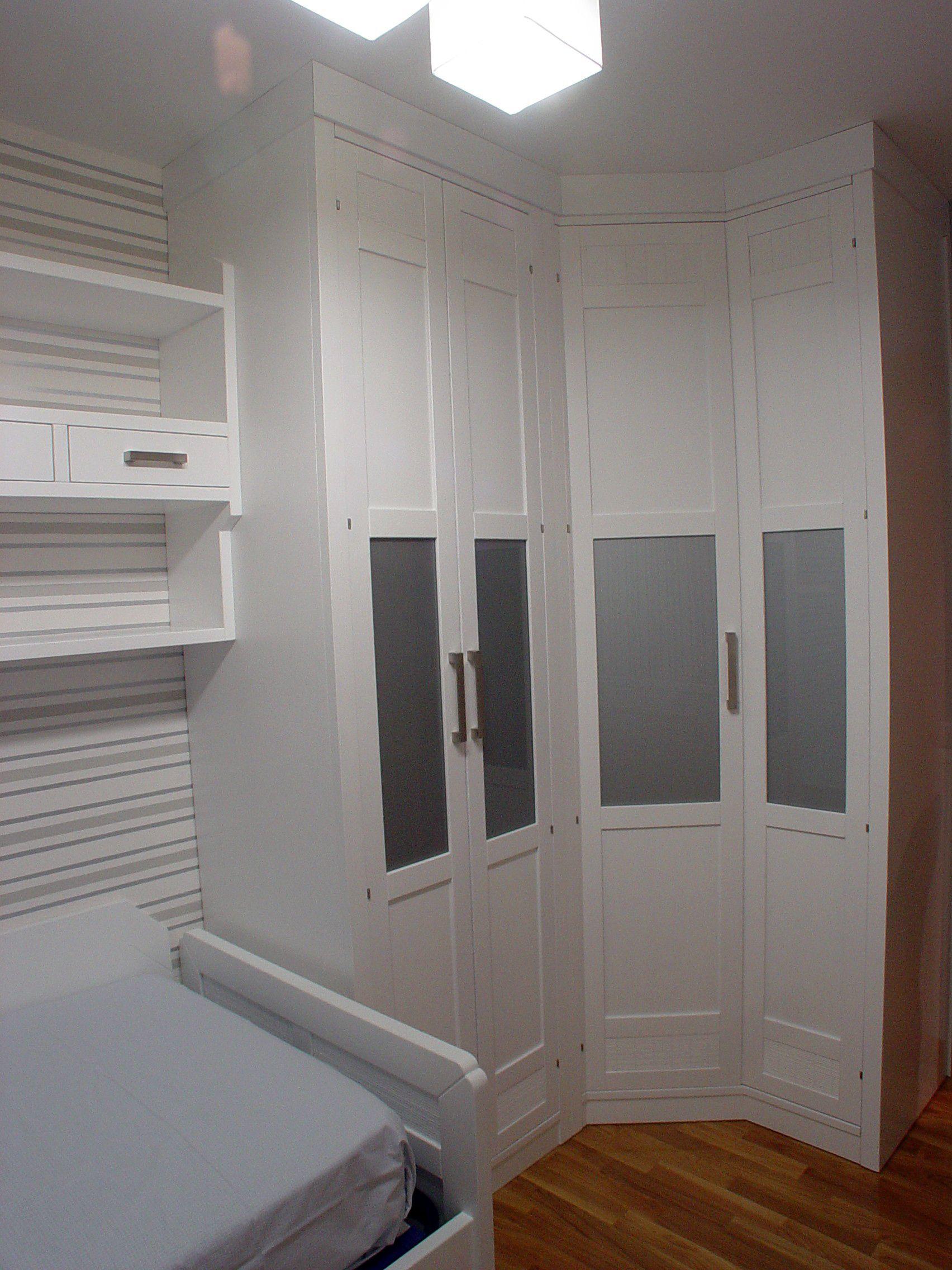 Dormitorio juvenil en pino macizo lacado blanco. Muebles a medida y ...