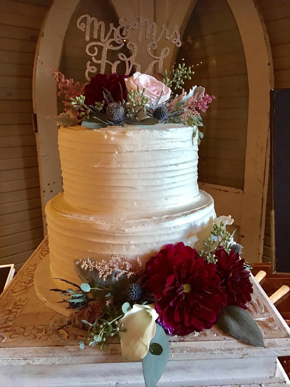 Simple yet elegant wedding cake with flowers