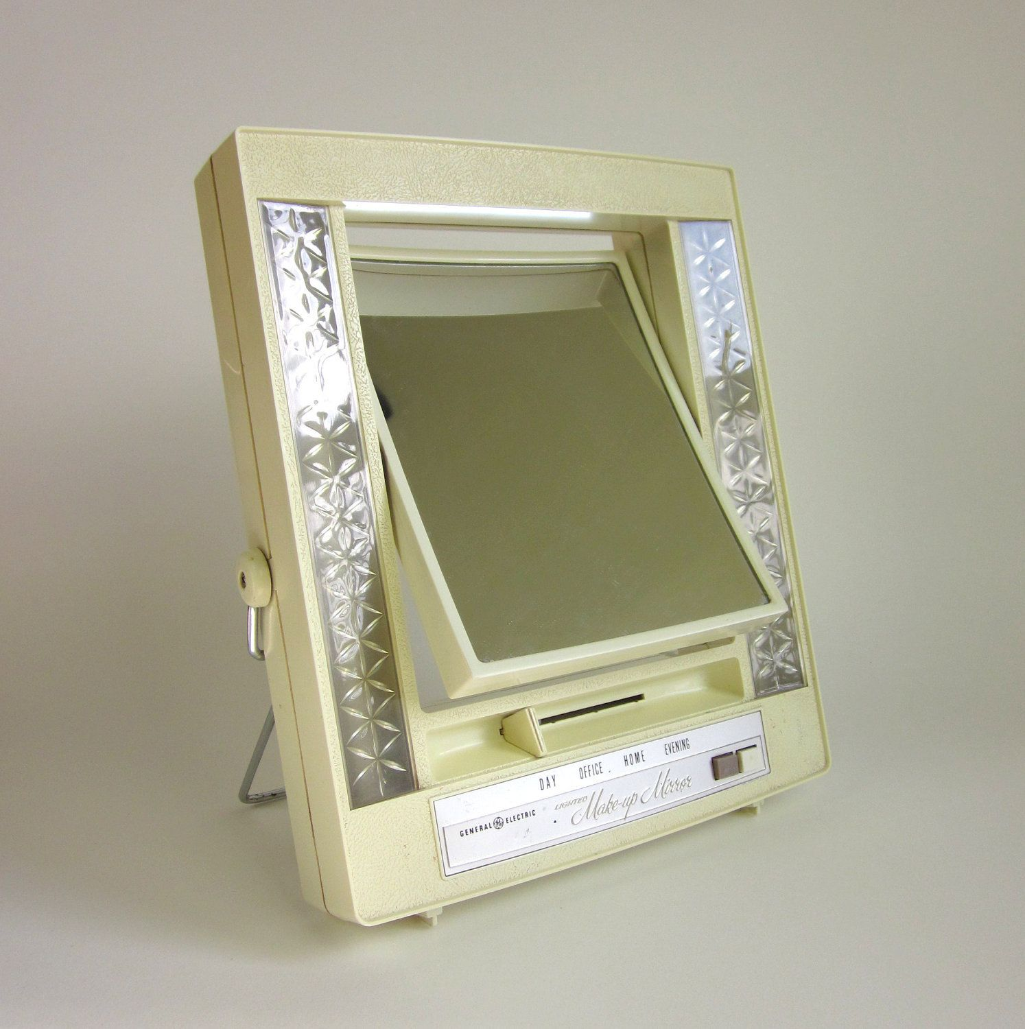 General Electric Lighted Makeup Mirror Attractive General