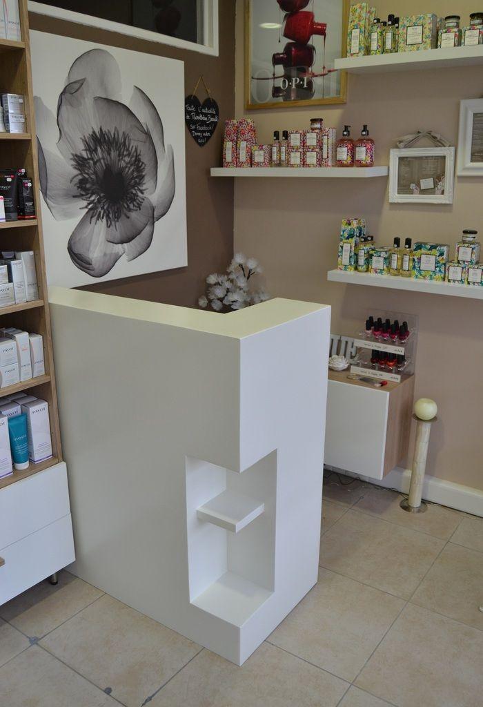 Petit Comptoir Sur Mesure En Carton Sg Mobilier Carton Angers Petit Salon De Coiffure Interieur De Salon Interieur De Salon De Beaute